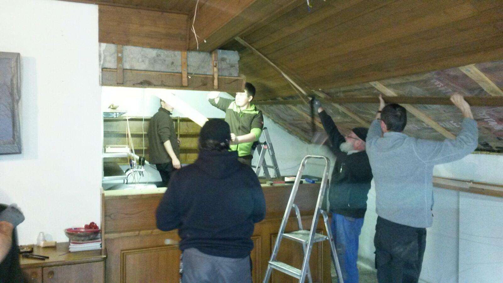 umbau unseres kameradschaftsraumes entfernen der alten decke freiwillige feuerwehr st thomas. Black Bedroom Furniture Sets. Home Design Ideas